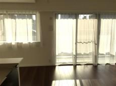 サンマンションアトレ新宿戸山 リビングダイニングキッチンへ