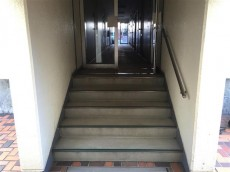 チュリス代々木 階段