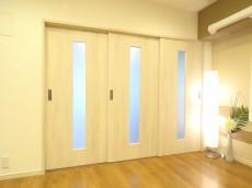 セザール白金 3枚の可動式扉
