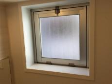 ドルメン五反田 バスルーム窓
