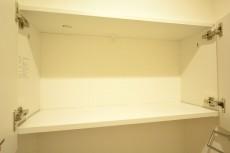 シャトレー五反田 トイレの収納棚