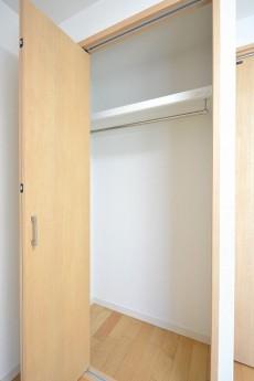 目白ハイツ 5.5帖のベッドルームのクローゼット