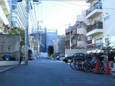三田綱町ハイツ 前面道路