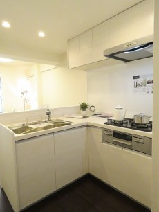 第23宮庭マンション L字型キッチン