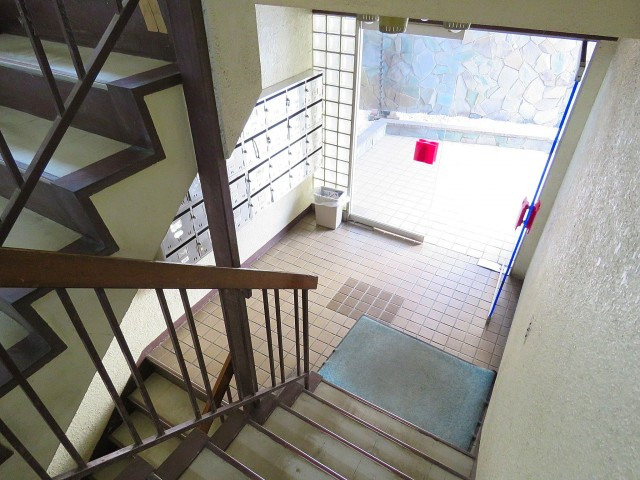 三田綱町ハイツ 共用階段