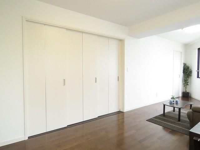 菱和パレス若松町 洋室の扉