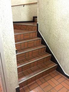 東中野ハイツ 階段