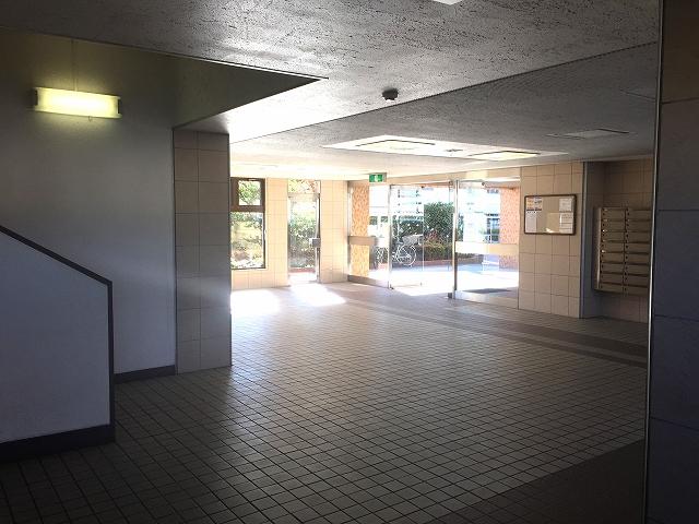 方南町ローヤルコーポ エントランスホール