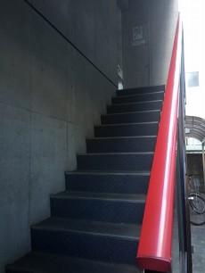 ル・リオン中野坂上 外階段