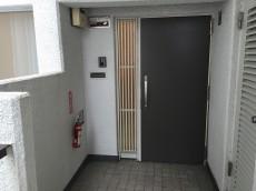 コートハウス上野毛 玄関前