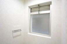 シャンボール原宿 トイレは窓あり