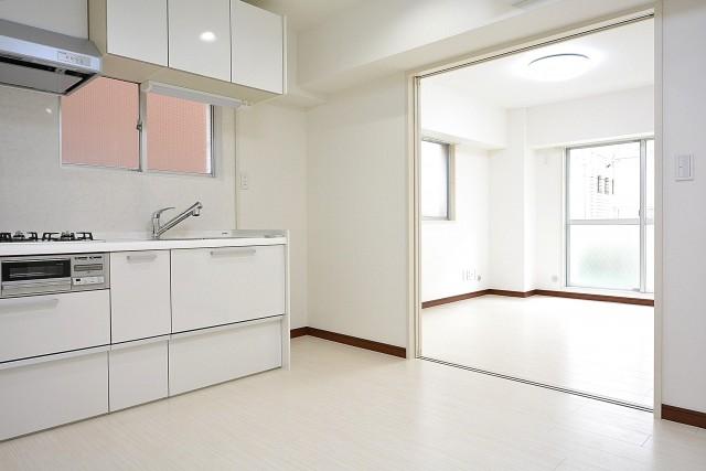 シャンボール原宿 ダイニングキッチン+洋室