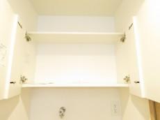 月島ローヤルコーポ 洗濯機置場上の吊り棚