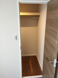 中野東豊マンション 洋室約4.7帖収納