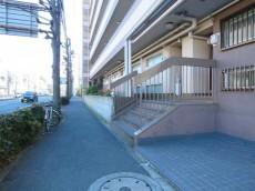 自由ヶ丘フラワーマンション 前面の歩道