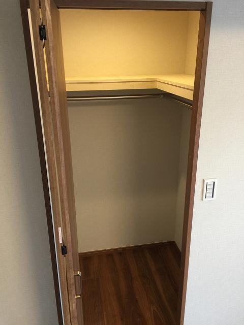 ヴィラロイヤル代々木 洋室約6.7帖収納