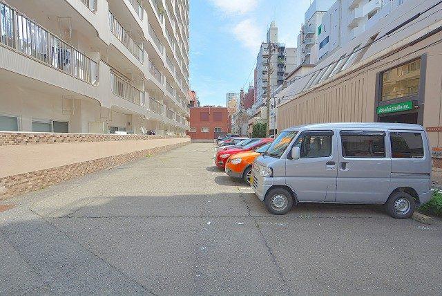 青葉台フラワーマンション 駐車場