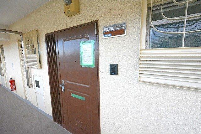 烏山南住宅1号棟713号室 入口 (1)