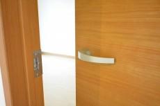 赤坂アーバンライフ 6帖洋室ドア