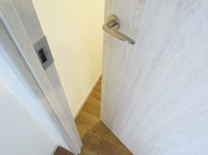 ファミールプランシェ経堂 廊下扉