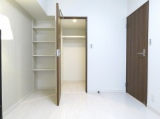 豊榮アンバサダー六本木 洋室約5.5帖