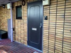 成城エンジェルマンション 玄関前