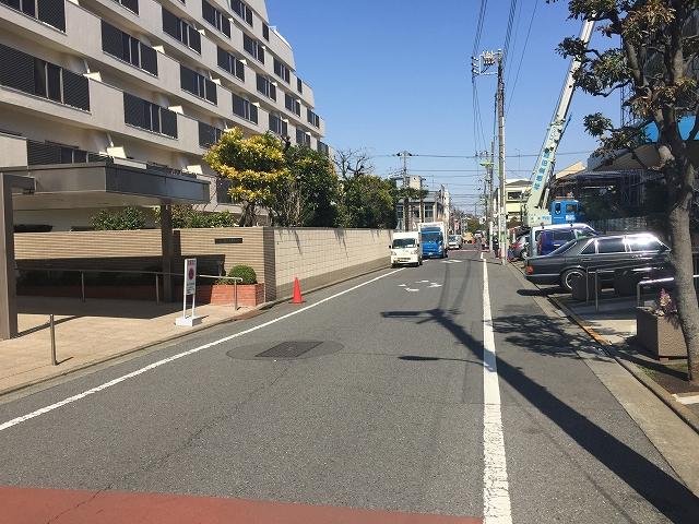 日商岩井豪徳寺マンション 前面道路