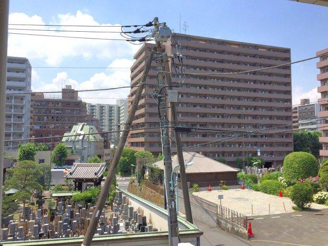 ノア三田 (52) バルコニからの眺望です!お寺ビューなので好き嫌いわかれるかもしれませんが!非常に明るく静かです!