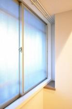 六本木ハイツ 北側洋室の窓