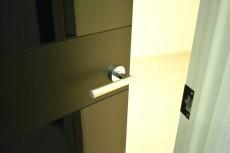 豊榮アンバサダー六本木 洋室①ドア