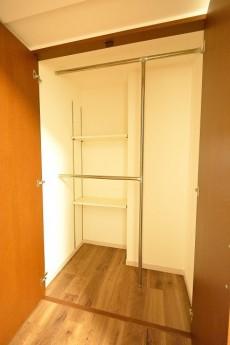 デューク・スカーラ日本橋_7.5帖のベッドルームのクローゼット