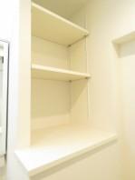 洗足ミナミプラザ 洗濯機置場横の棚