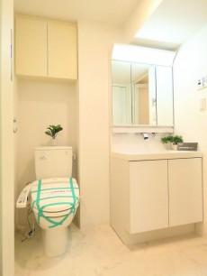 コンフォラス千石 トイレと洗面化粧台