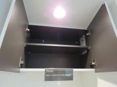 コンフォラス千石 洗濯機置場上の吊戸棚