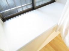 ナイスアーバン石川台 洋室約5.0帖の出窓