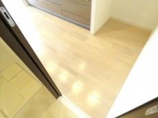 ナイスアーバン石川台 洗面室からキッチンへ