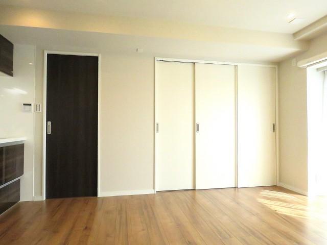 洗ユニーブル明大前 面室と洋室扉
