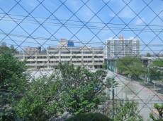 都立大コーポラス キッチン窓からの眺望