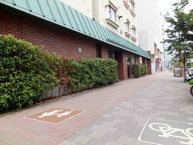 白金台グロリアハイツ 前面歩道