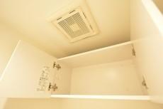 マンション小石川 トイレ吊戸棚