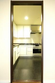 松濤アパートメント_5.1帖のキッチン