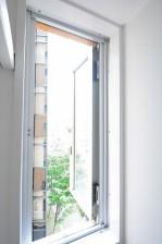リレント新宿 クローゼット内の窓