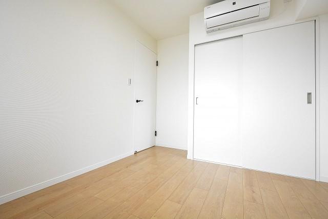 リレント新宿 5.0帖の洋室