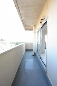 ライオンズマンション駒沢 5.1帖洋室側のバルコニー