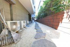 赤坂アーバンライフ103号室 道