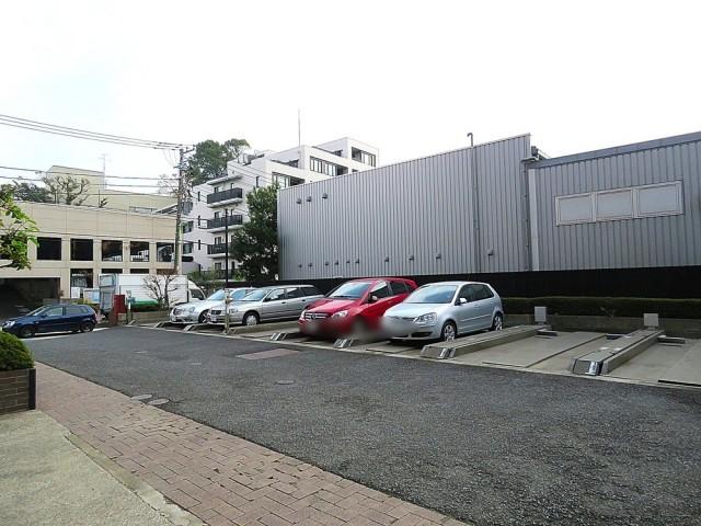 グランド・ガーラ用賀 駐車場