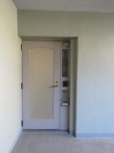 ハウス三軒茶屋 玄関前