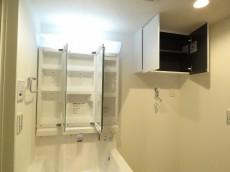 祖師谷大蔵サマリヤマンション 洗面化粧台と洗濯機置場