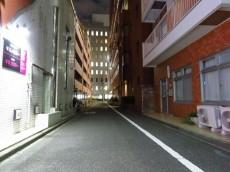 西五反田コープ エントランス側前面道路