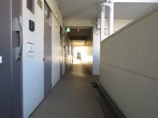 上町マンション 共用廊下